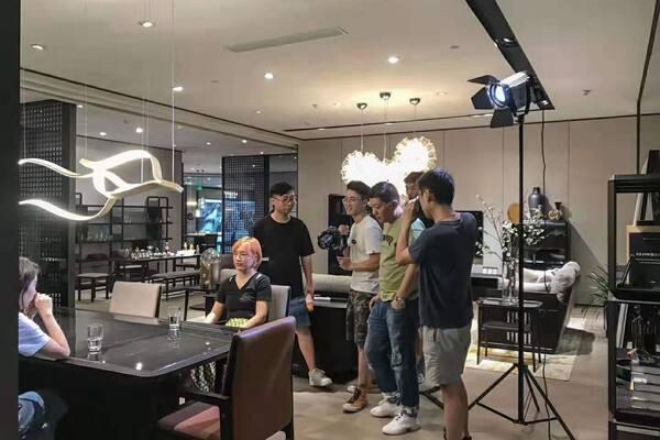自媒体vlog怎么赚钱?如何拍出吸引人的视频?